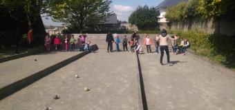 Saint-Méen-le-Grand(35): 80 jeunes s'initient à la boule bretonne