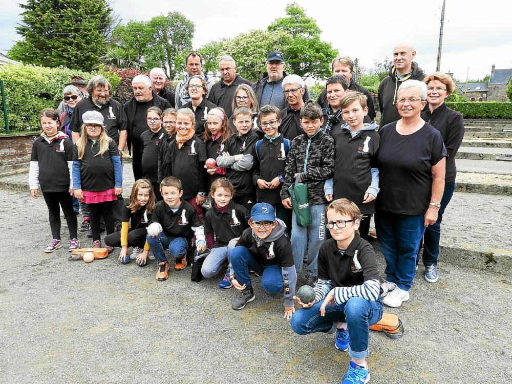 les-membres-de-la-section-boules-bretonnes-de_4025644