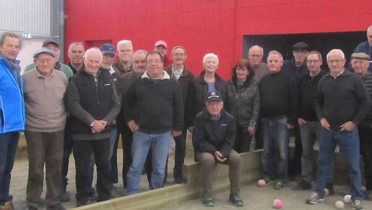 Jeudi après-midi, vingt-cinq boulistes du Club de l'Amitié ont inauguré le nouveau boulodrome de l'espace intergénérationnel Le cèdre bleu en jouant pour la première fois sur les quatre grandes allées de boules de la structure.