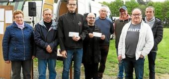 Saint-Adrien(22): Des chèques remis à l'Antla et au bagad