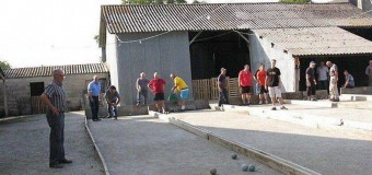 Plouray(56): Construction de jeux de boules bretonnes derrière la salle polyvalente