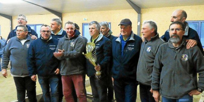 L'équipe de Paimpol qui a remporté la coupe départementale.