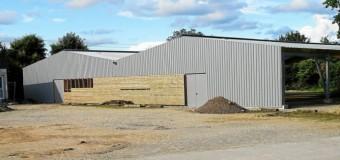 Plescop(56): Le hangar des boulistes en cours d'achèvement