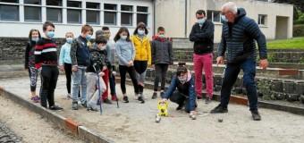 Corlay(22): Les écoliers de Saint-Joseph s'initient à la boule bretonne