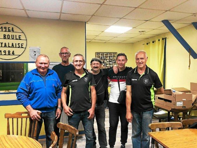 Michel, Yves, Sam, Gildas, William et Patrick les finalistes du concours régional de la Boule Noyalaise